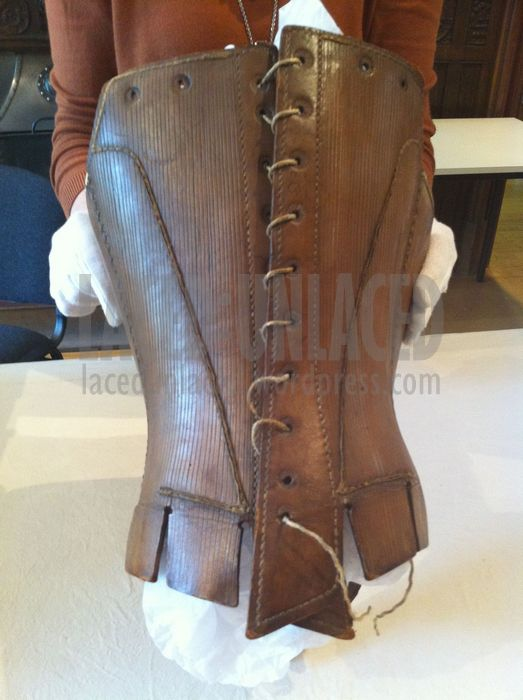 BACK: Leather scored vertically to imitate stitching